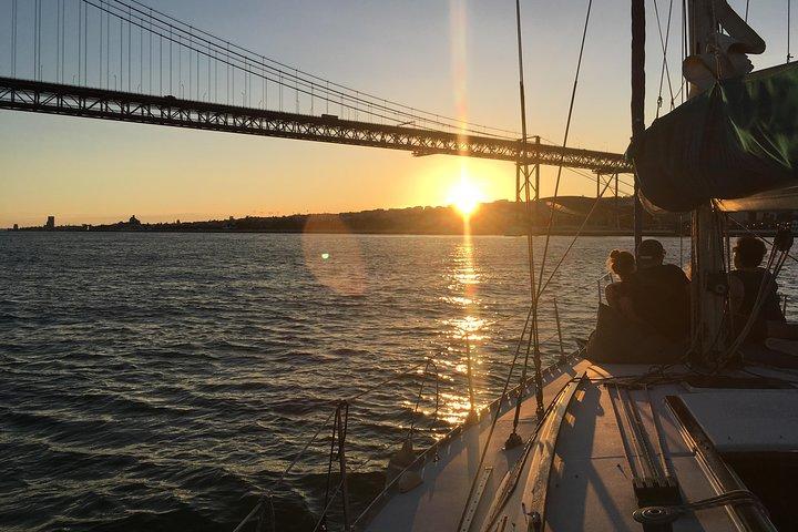 Excursión en barco privada Sunset Sensations de Lisboa con vino espumoso, Lisboa, PORTUGAL