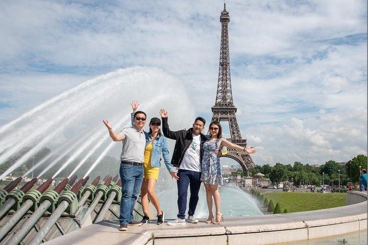 Private Paris Walking Tour with a Personal Photographer, Paris, França