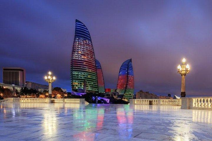 Baku Lights: the Night Tour illuminated by Baku lights, Baku, Azerbaidjão