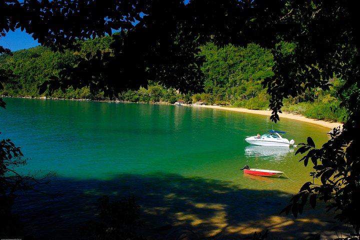 Passeio de Lancha Privativo em Paraty, Paraty, BRASIL