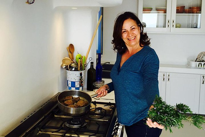 Private Greek Cooking Class in Mykonos with a Food Professional, Miconos, GRECIA