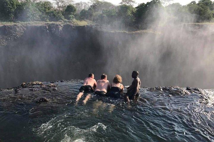 Hwange Safari National Daytrip, Cataratas Victoria, Zimbabwe