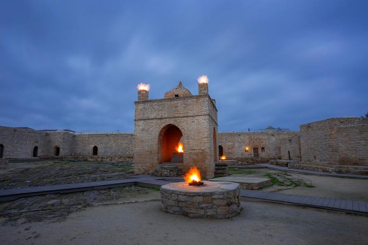 All inclusive! Qobustan, Mud Vulcano, Ateshgah & Yanardag Fire Mountain Tour, Baku, Azerbaidjão