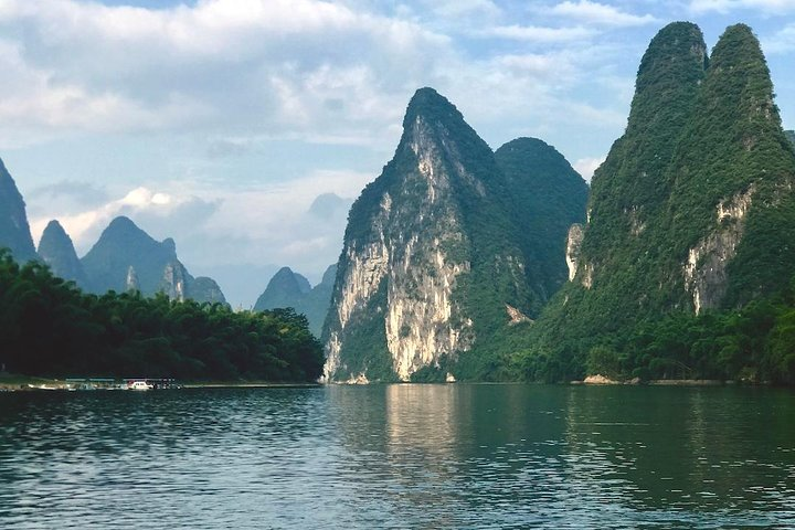 Li River Deluxe Cruise &yangshuo 2-days Tour, Guilin, CHINA