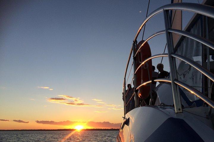Hervey Bay Champagne Sunset Sail, Fraser Island, Austrália