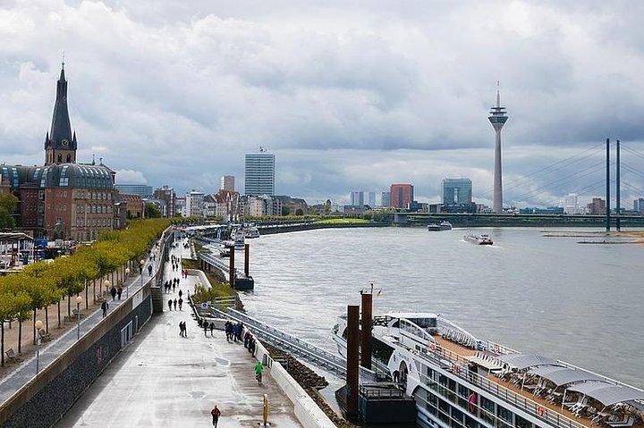 Departure Private Transfer Dusseldorf City to Dusseldorf Airport by Luxury Van, Dusseldorf, GERMANY