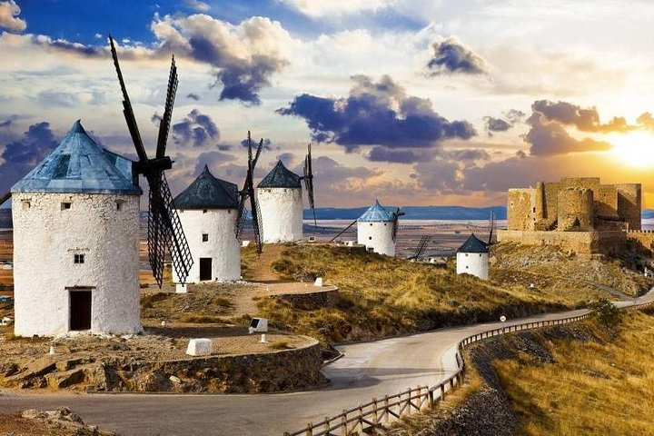 Windmills and Consuegra Castle: Licensed guide and transfer from Toledo included, Toledo, ESPAÑA