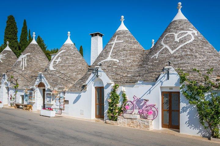 Full day tour in Valle d'Itria: Alberobello and Polignano a Mare, Lecce, Itália