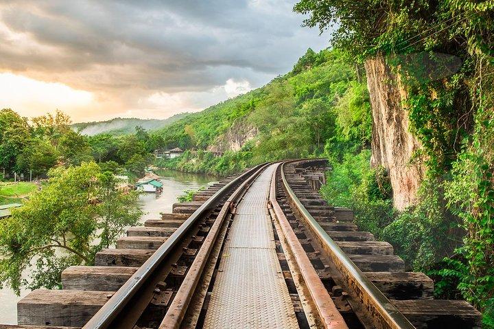 Excursión al Puente sobre el río Kwai y Tailandia-Myanmar en ferrocarril, Hua Hin, TAILANDIA