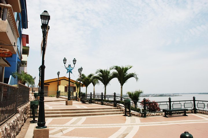Cuenca to Guayaquil Transfer in Fantasy Bus, Cuenca, ECUADOR