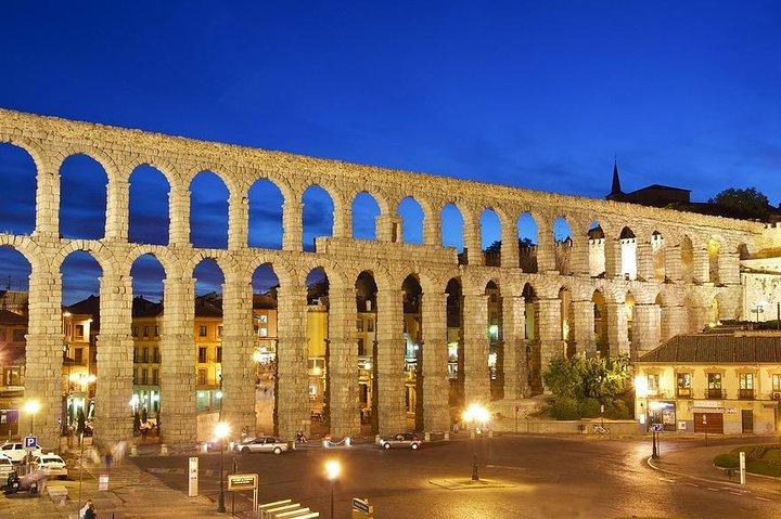 Departure Private Transfer from Segovia City to Madrid Airport MAD by Minivan, Segovia, ESPAÑA