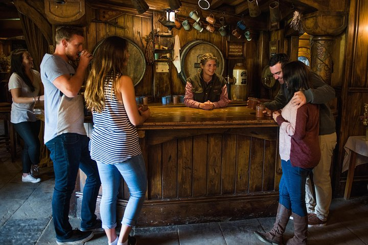 Small-Group Hobbiton Movie Set Tour from Auckland with Lunch, Auckland, New Zealand