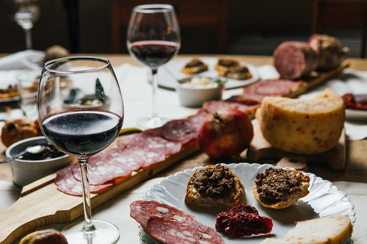 Authentic Wine Tasting in a Special Galician Estate, Vigo, Espanha