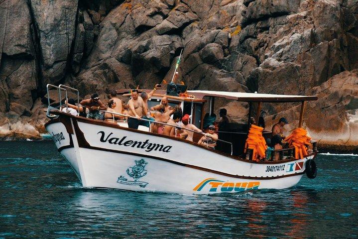 Passeio de Barco - Caribe Brasileiro - Embarcação Valentyna - Arraial do Cabo, Arraial do Cabo, BRASIL