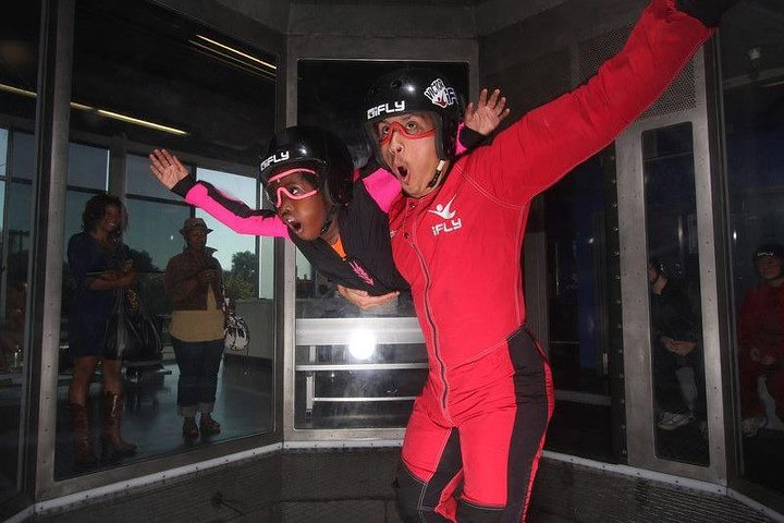 Chicago-Rosemont Indoor Skydiving with 2 Flights & Personalized Certificate, Chicago, IL, ESTADOS UNIDOS