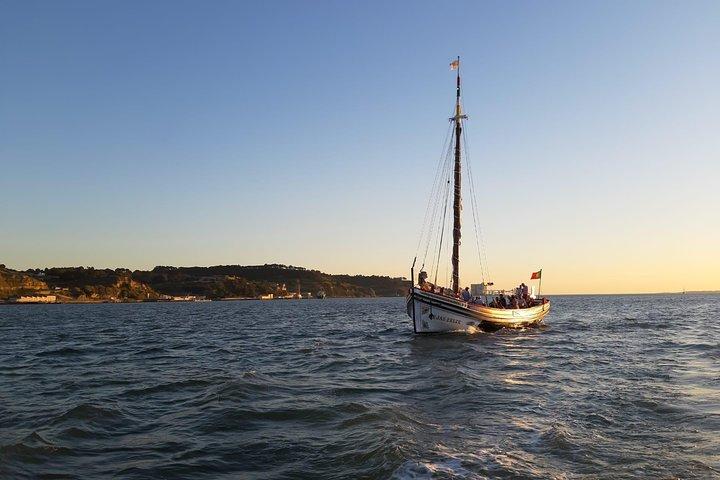 Lisbon Traditional Boats - Guided Sightseeing Cruise, Lisboa, PORTUGAL