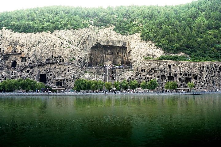 Luoyang Private Day Tour: Longmen Grottoes and Ancient Culture Street with Boat Ride, Luoyang, CHINA