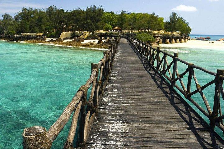 Super Zanzi (3-IN-1): Prison, Vanishing Island & Stone Town - Zanzibar, Dar es Salaam, TANZANIA