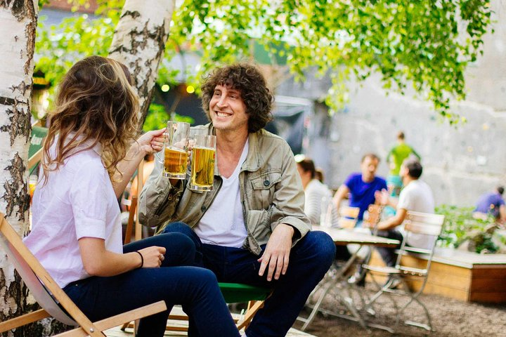 Private Beer Tour and Snacks with a Local in Berlin, Berlim, Alemanha