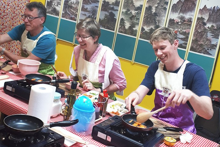 Korean Cooking Class with Full-Course Meal & Local Market Tour, Seul, South Korea