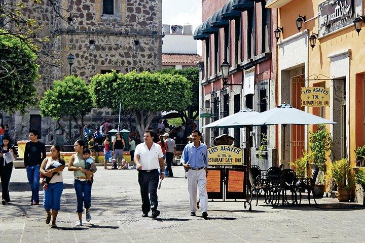 Lo mejor de la ciudad de Tequila y pirámides de Guachimontones en un día, Guadalajara, MEXICO