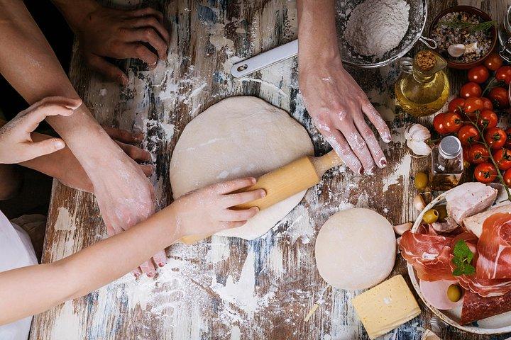 Private Pizza & Tiramisu Class at Cesarina's home with tasting in Ascoli Piceno, Ascoli Piceno, Itália