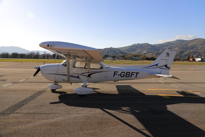Nuremberg: 1-Hour Private Sightseeing Flight, ,