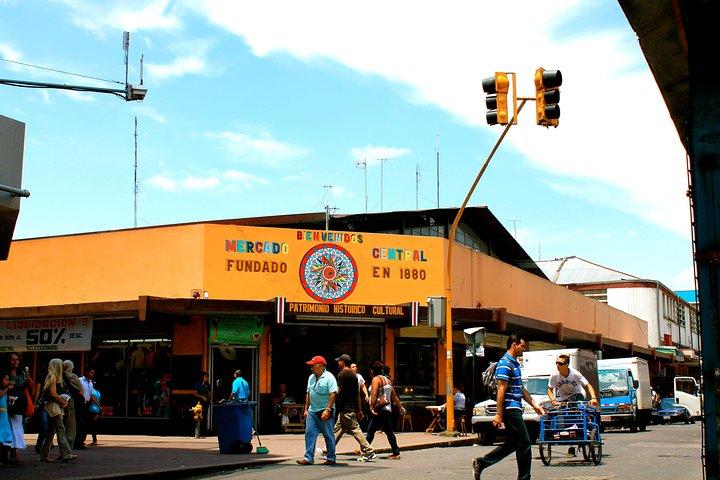 Recorrido de San José a pie y en autobús, San Jose, COSTA RICA