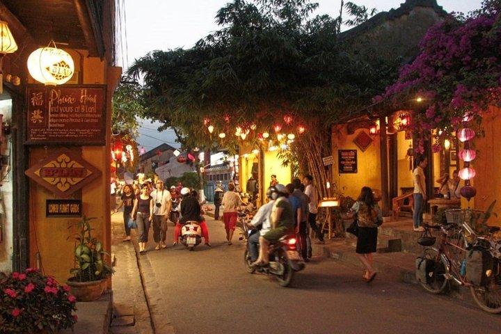 Hoi An Old Town Food Tour by Night, Hoi An, VIETNAM