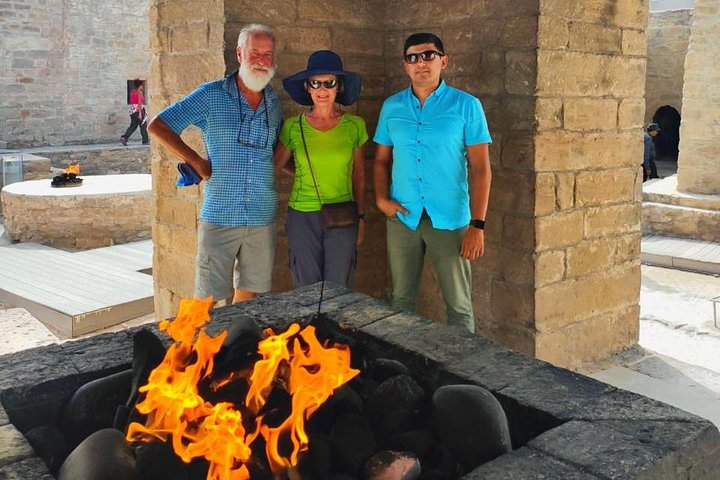 Gobustan & Absheron Tour All Entrance Fees and Lunch Included (Group or Private), Baku, Azerbaidjão