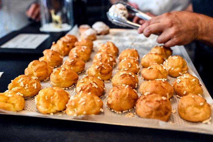 Paris Secret Food Tour: Taste of Montmartre with Private Tour Option, Paris, França