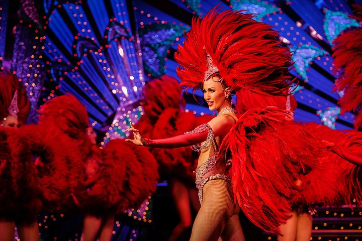 Espectáculo en el Moulin Rouge de París, Paris, FRANCIA