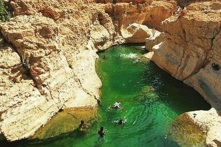 Wadi Shab tour with Bimmah Sinkhole tour (price per vehicle), Mascate, OMAN