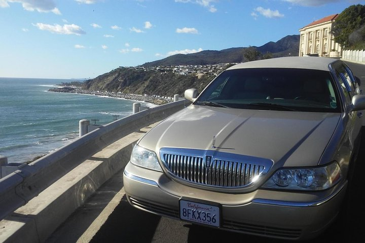 4-Hour private limo Tour of Los Angeles by a TV personality with Free Drinks, Los Angeles, CA, ESTADOS UNIDOS