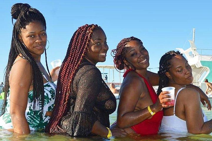 Crucero de fiesta en la costa de Punta Cana con tobogán de agua y barra libre., Punta de Cana, REPUBLICA DOMINICANA