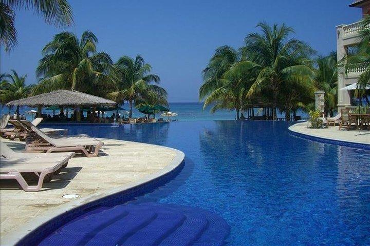 Shore Excursion: Infinity Bay Private Beach Resort Day Pass, Roatan, HONDURAS