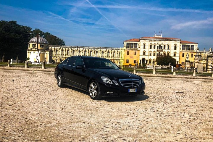 Venice Airport (VCE) - Vicenza, Caserma Ederle / Private Transfer (up to 3 pax), Vicenza, Itália