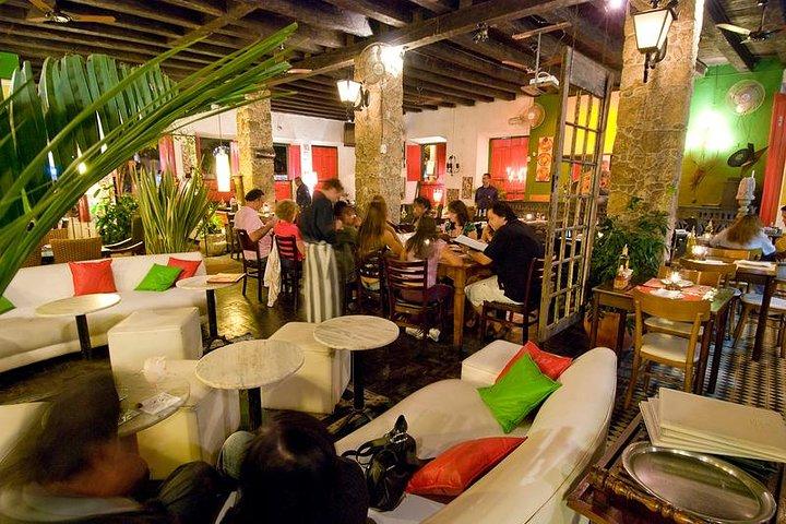 Dining Experience with Brazilian Live Music + 01 caipirinha, Paraty, BRASIL