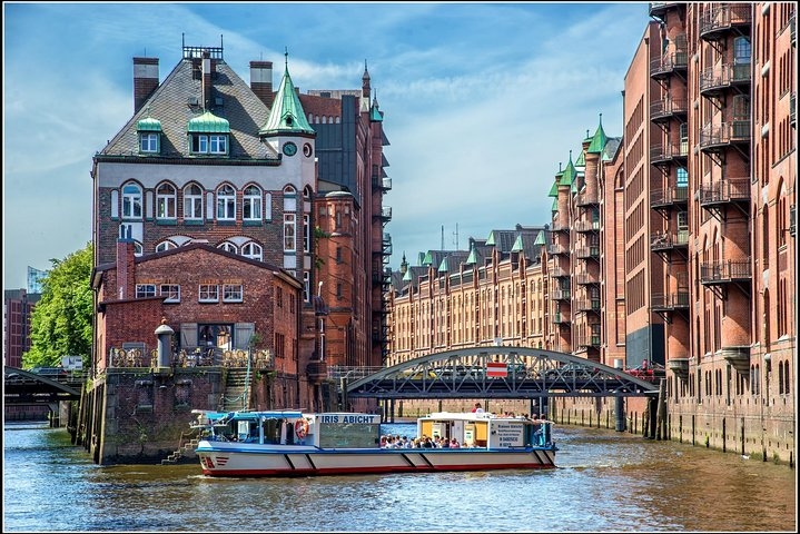 Hop-on Hop-off Tour : combined City Tour by Bus and Boat, Hamburg, GERMANY