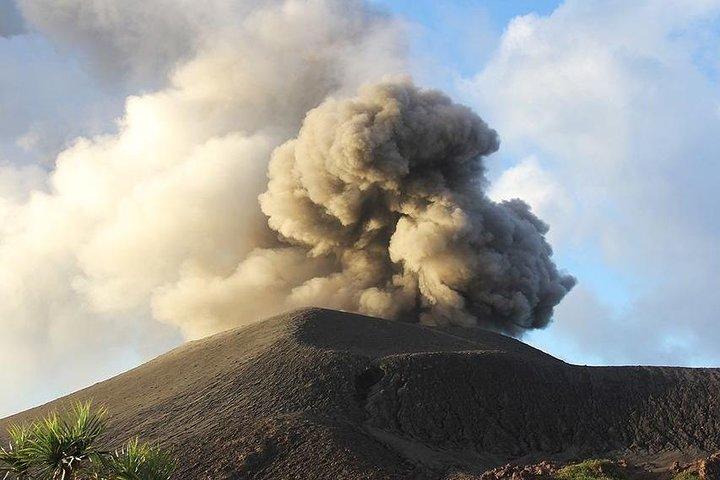 Mt Yasur Volcano Afternoon Guided Tour Tanna Island, Isala de Tanna, VANUATU