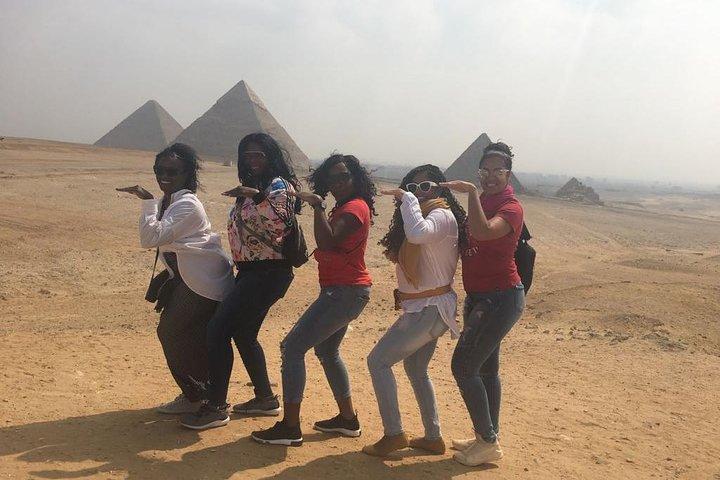Giza Pyramids and Sphinx Tour from Cairo Airport, O Cairo, Egito