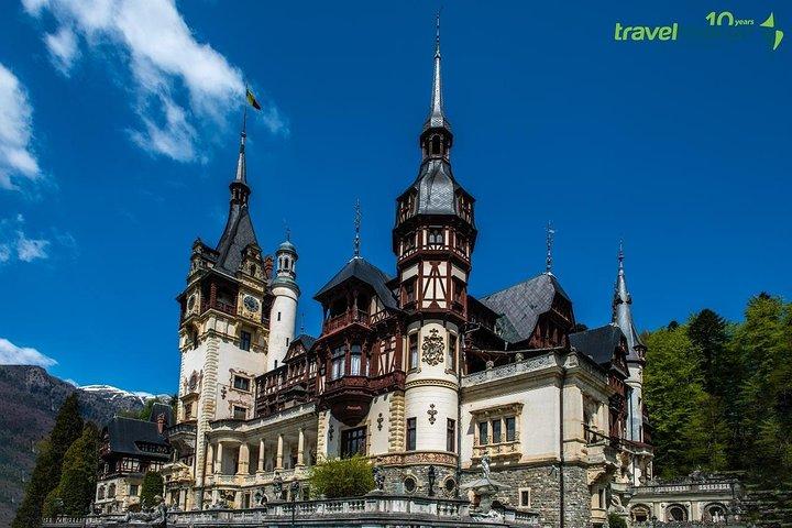 Excursión de un día para grupos pequeños al Castillo de Drácula, Brașov y el Castillo de Peles desde Bucarest, Bucarest, RUMANIA