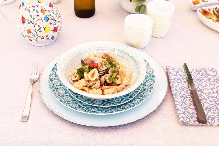 Small Group Market tour and Dining Experience at Cesarina's home in Alberobello, Alberobello y Locorotondo, ITALIA