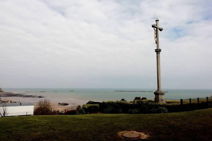 Discover the Dday beaches in Normandy., Ruan, FRANCIA