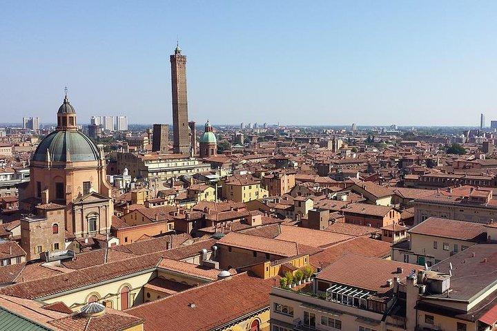 Departure Private Transfer: Bologna City to Bologna Airport BLQ by Business Car, Bolonia, ITALIA