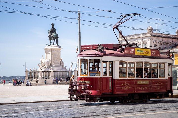 Excursion en tranvia con paradas libres en las colinas, y espectaculo de fado, Lisboa, PORTUGAL