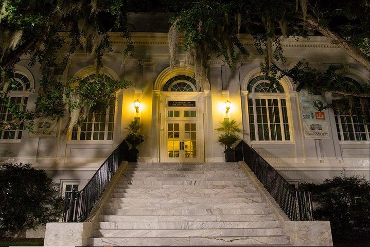 Ghosts of Charleston Night-Time Walking Tour with Unitarian Church Graveyard, Charleston, SC, ESTADOS UNIDOS