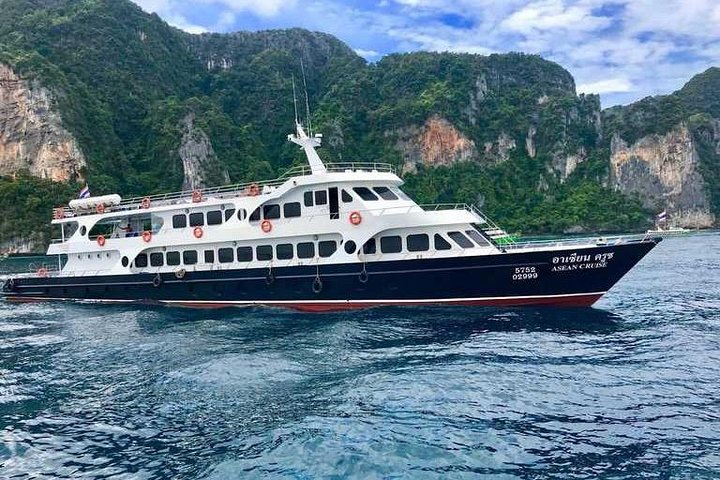 Ferry Transfer Between Koh Phi Phi To Phuket, Ko Phi Phi Don, Tailândia