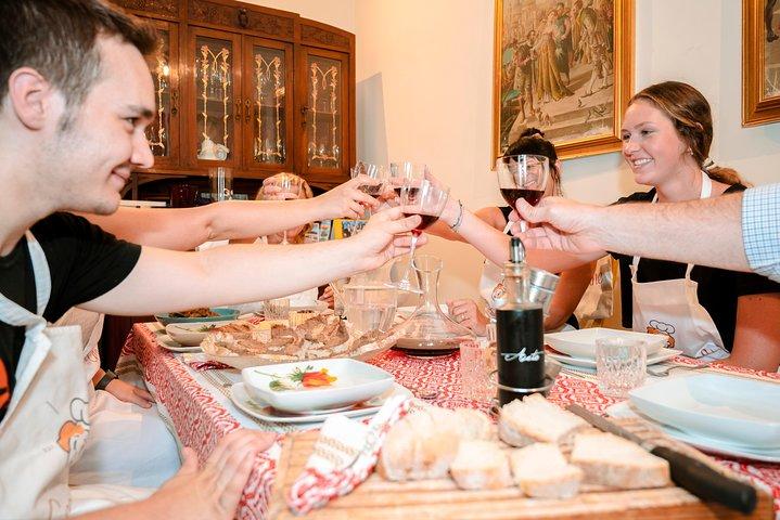 The art of the Italian Aperitivo with a local: Learn & Enjoy in Pisa, Pisa, ITALIA