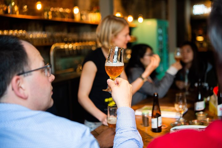 Discover Brussels beer world with a chocolate pairing by a young local, Bruselas, BELGICA